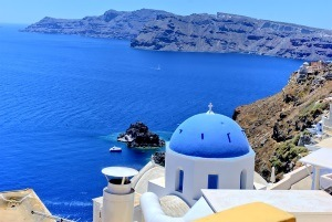 Enjoy the beautiful landscapes of Santorini with the Travel SIM Card Greece